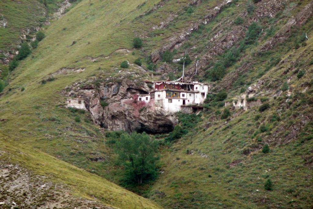 Dorje Khyung Dzong, retreat center above Surmang Dutsi Til monastery
